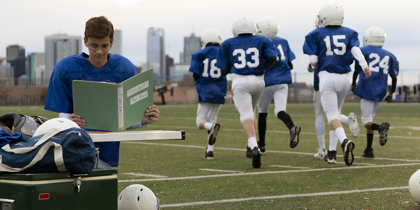 CSU Global Born To Learn Stills_v1 20210210 1400x700_Football